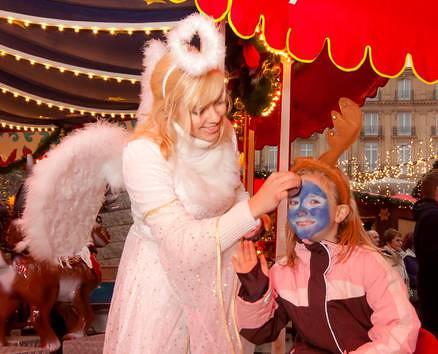 weihnachtsmarkt-am-koelner-dom-2011-br-weihnachtliches-kinderschminken-in-der-sternenwarte-0f