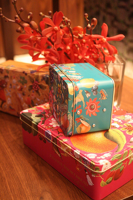 Festive shortbread in colourful tins