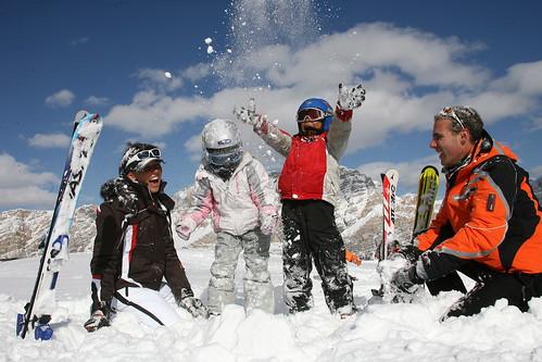 Festa sugli sci per i bambini in Alta Badia. Foto di Freddy Planinschek