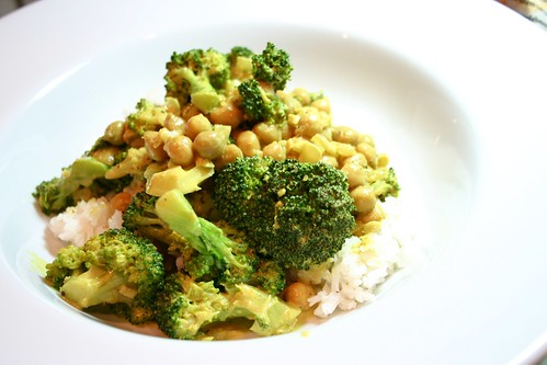 Broccoli Chickpea Coconut Curry