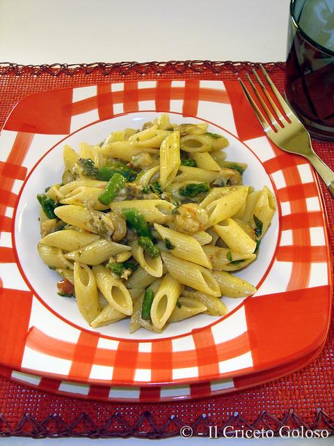 Mezze penne con asparagi, vongole e gamberetti 2