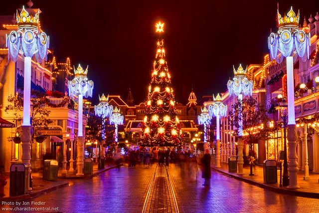 DLP Dec 2011 - Walking down Main Street USA at Christmas