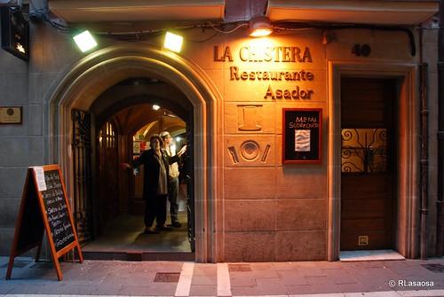 """Fachada del Restaurante Asador """"La Chistera"""", en la calle San Nicolás"""