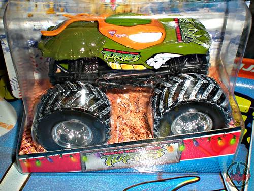 """ Hot Wheels "" Monster Jam ' Teenage Mutant Ninja Turtles ' 1:64 Monster Truck - Michelangelo {  HOLIDAY EDITION } ii (( 2011 ))"