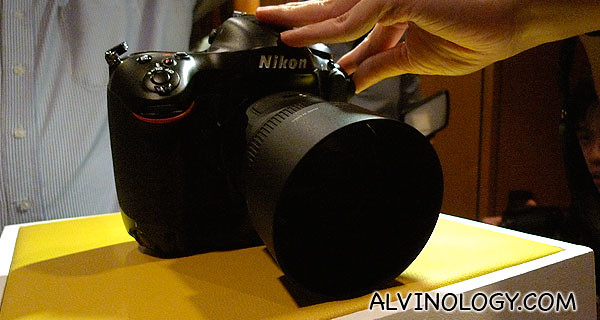 Presenting the new Nikon D4!