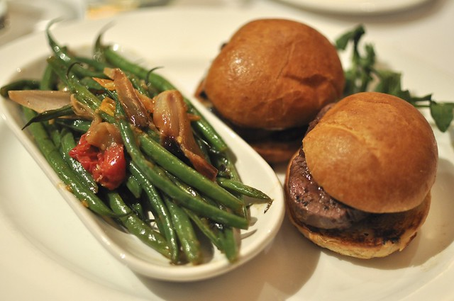 mini tenderloin with french green beans (241)