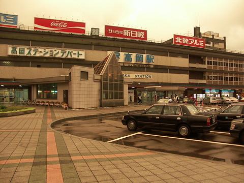 高岡駅の駅舎