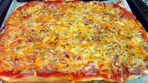 Pizza de pernil dolç i formatge