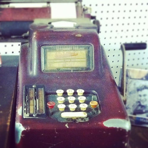 Vintage cash register. #day23somethingold #janphotoaday #thrifting