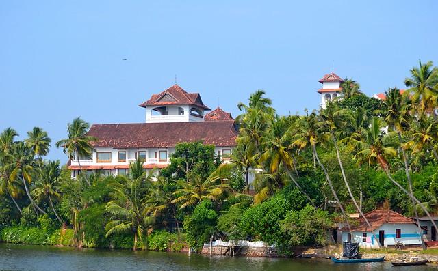 Kerala Backwaters by CC user kumaravel on Flickr
