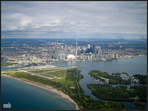 Toronto from above (by: Alex 2h30, creative commons license)