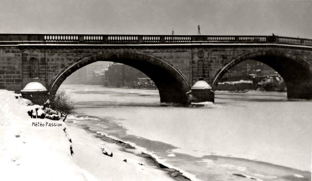 rivière gelée en Angleterre durant en janvier 1947