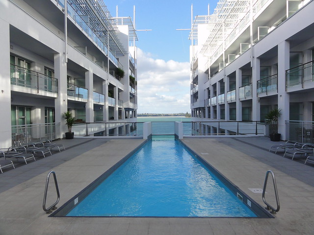 Hilton Auckland swimming pool