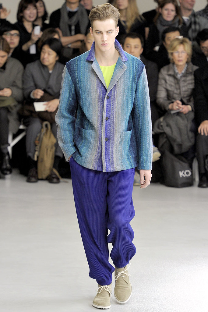 James Smith3575_FW12 Paris Issey Miyake(VOGUE)
