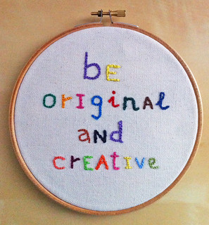 "Bastidor bordado ""Be original and creative"""