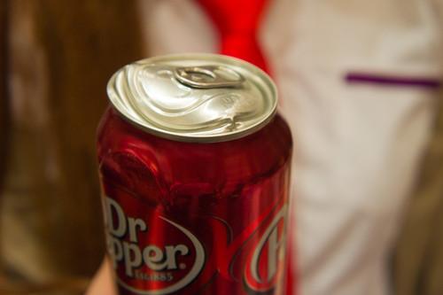 最後是助手小崎從電話微波爐(暫定)傳送過來的 Dr. Pepper...