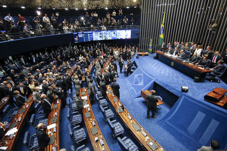 Senado afasta Dilma por 55 votos a favor e 22 contra; Temer assume o cargo ainda hoje