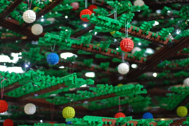 St Pancras LEGO Christmas Tree (5)