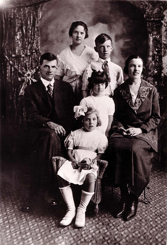 Benjamin Monroe Hawver with 5 Children 1921
