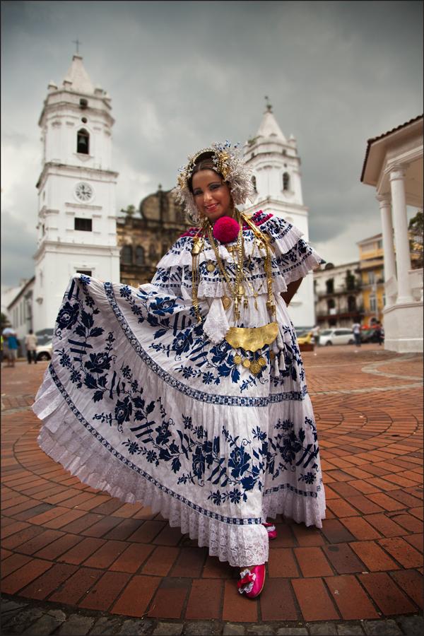 panamenian girl in pollera