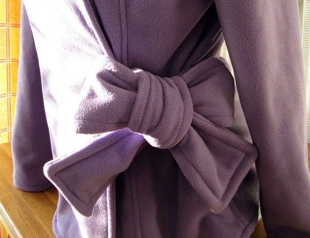 Detail photo of Simplicity 6006 with a bow