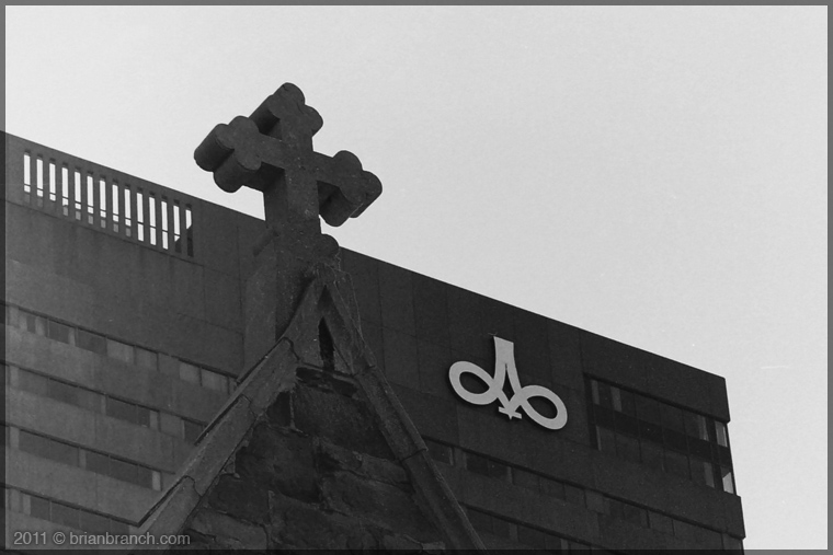 DSC00010_cross+hotel