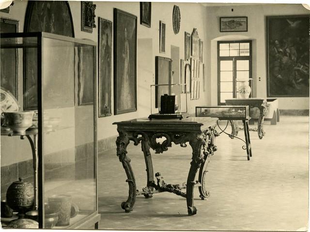 Museo de Santa Cruz a comienzos del siglo XX. Fotografía de Pedro Román Martínez. Centro de Estudios Juan de Mariana. Diputación de Toledo