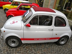 automobile(1.0), fiat(1.0), fiat 500(1.0), wheel(1.0), vehicle(1.0), fiat 600(1.0), subcompact car(1.0), city car(1.0), fiat 500(1.0), land vehicle(1.0),