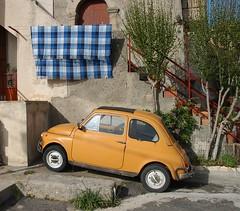 zastava 750(0.0), automobile(1.0), vehicle(1.0), fiat 600(1.0), subcompact car(1.0), city car(1.0), antique car(1.0), land vehicle(1.0), coupã©(1.0),