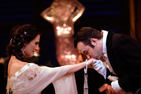 Ermonela Jaho as Violetta and Stephen Costello as Alfredo in Richard Eyre's La traviata © Catherine Ashmore/ROH 2012