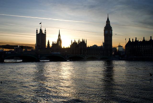 vista del parlamento desde el tamesis