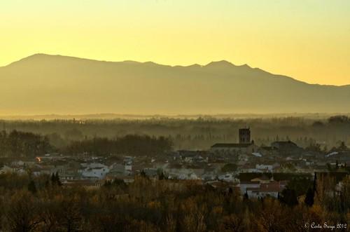 morning yellow jaune sunrise landscape nikon village paysage matin millas leverdesoleil pyrénéesorientales d7000 millavue
