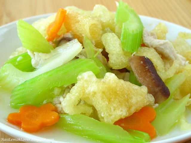 Stir-fried Fish Maw with Celery炒鱼鳔 西芹