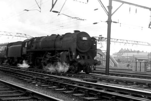 BR Standard Class 7P6F 'Britannia' 4-6-2 70013 ('Oliver Cromwell')