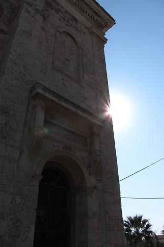 Burhaniye day 2 (Ayvalik): sun shines behind church