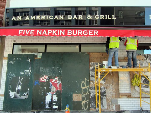 Five Napkin Burger on 14th Street: Finishing touches