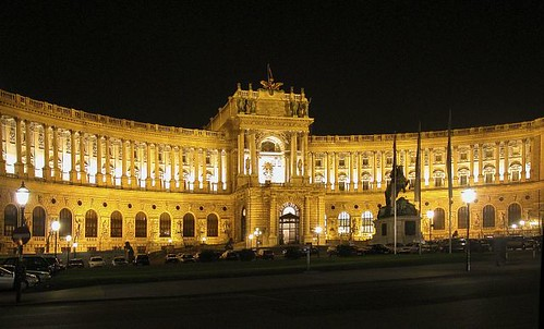 The-Hofburg-Imperial-Palace_Night-view-of-the-Hofburg-Palace_3050
