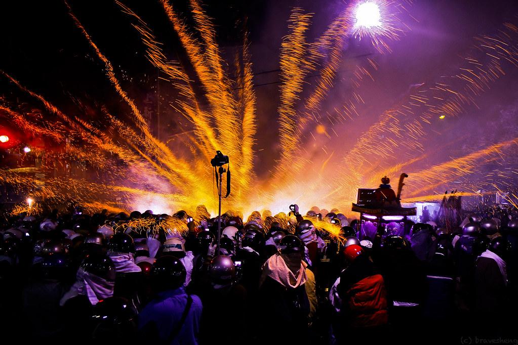 2012 Beehive Rockets Festival (警察局前蜂炮)