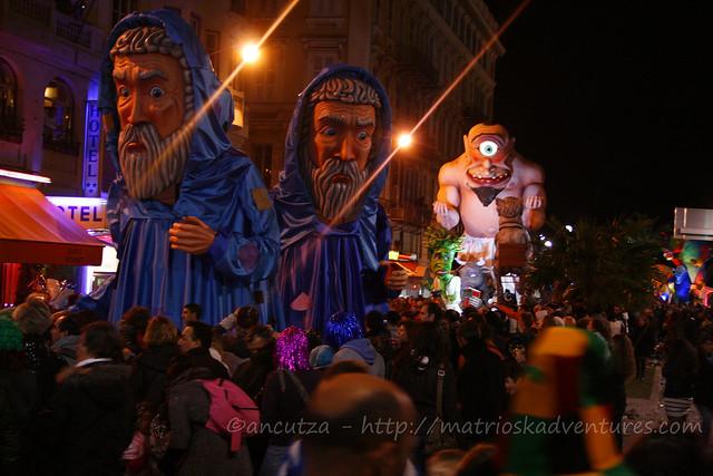 Sfilata notturna carri illuminati carnevale Nizza