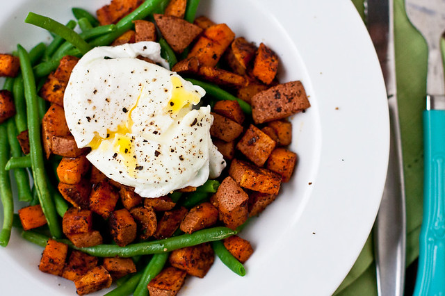 Whole30 Breakfast: Spicy Sweet Potatoes, Green Beans, and Eggs