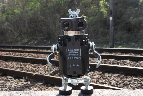 recycled sculpture robot