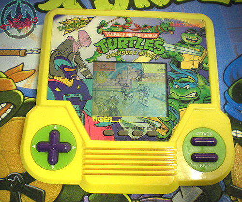 "TIGER ELECTRONICS :: ""TEENAGE MUTANT NINJA TURTLES: DIMENSION-X ASSAULT"" 'TALKING' ELECTRONIC LCD GAME  v (( 1995 ))"