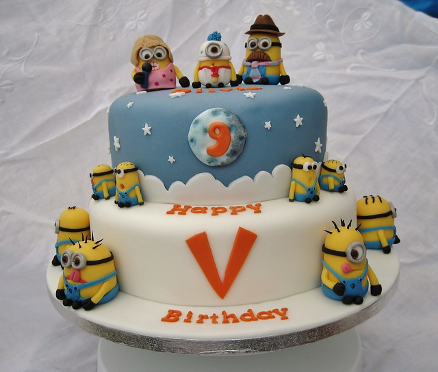 Minions Cake http://www.flickr.com/photos/the4manxies/6405012621/