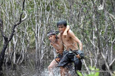(l-r) ADIL (Zahiril Adzim) & MUSKI (Amerul Affendi) on the run