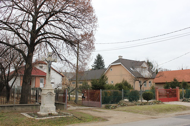 Cruz en un barrio residencial de Székesfehérvár