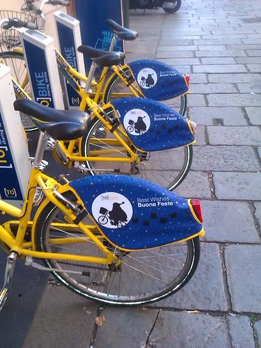 Biciclette torinesi in livrea natalizia