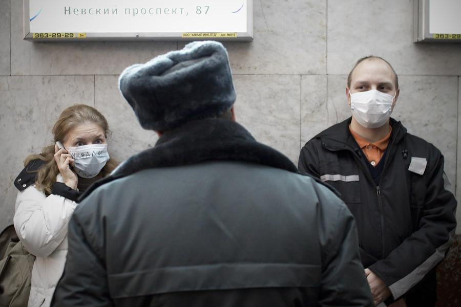 Станция метро Площадь Восстания закрыта из-за бесхозной