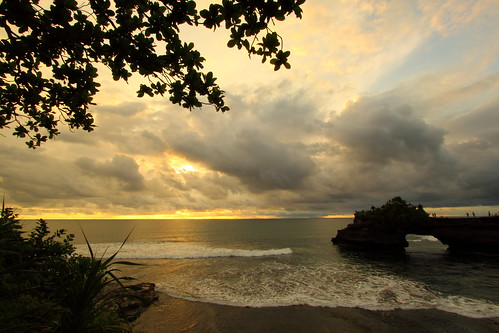 Tanah Lot Cliff (During Sunset) by grass-lifeisgood