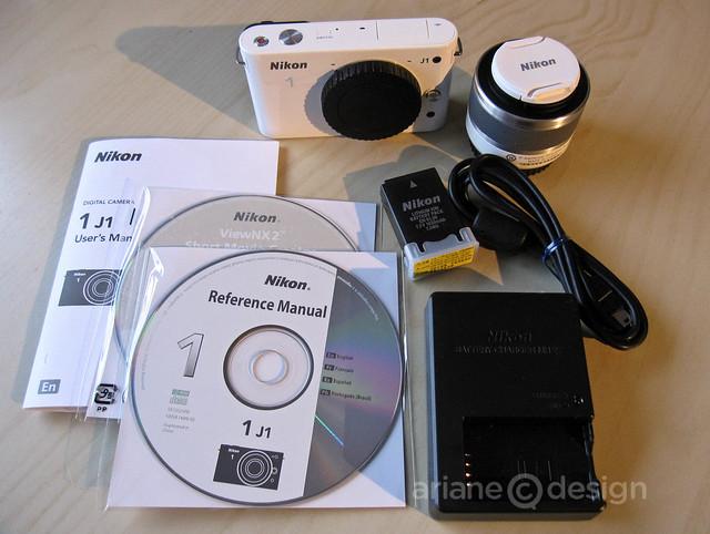 Nikon 1 J1 box contents