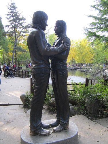 statue of lovers, Nami Island